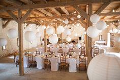 Halb Hussen, halb Holzstühle + ikea Lampenschirme