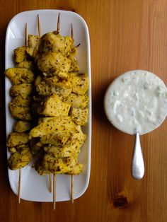 RECIPE: MEDITERRANEAN CHICKEN KABOBS WITH CUCUMBER-DILL YOGURT SAUCE