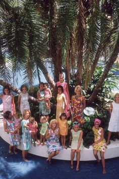 The young matrons of Palm Beach wearing designs by Lilly Pulitzer. Wendy Vanderbilt (sitting) is wearing a yellow dress and pink headscarf, Palm Beach, Florida, USA. (Photo by Slim Aarons/Getty Images) Slim Aarons, Lilly Pulitzer, Vanity Fair, Elizabeth Taylor Cleopatra, Iconic Dresses, Singing Happy Birthday, Iconic Photos, Color Photography, Canvas Frame