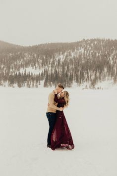 Rocky Mountain National Park Engagement Session // Emily & Dylan via Rocky Mountain Bride // Colorado Engagement // Engagement Style // @joengland92