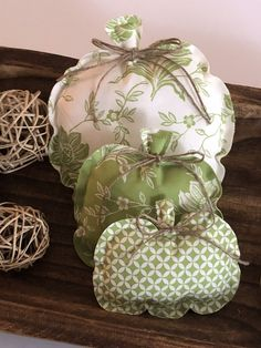 Fall Pumpkin Crafts, Fall Pumpkins, Fall Crafts, Christmas Crafts, Halloween Fabric, Fall Halloween, Halloween Pumpkins, Patriotic Decorations, Fall Decorations