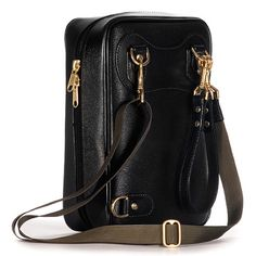 1f620e2e8970 This compact bag design is ideal for small items like a cellphone