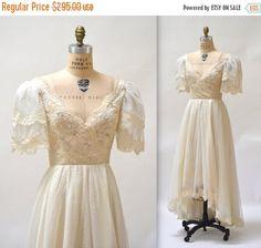 15% OFF SALE 80s does 50s Vintage Wedding Dress by Hookedonhoney
