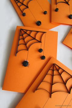 6 Black Spider Cards  This quilled Halloween set is perfect for your party. With orange envelopes.  Size: 10.5 x 15 cm /4.1 - 5.9 inches/  Material: environmentally friendly, 100% TCF recyclable paper; colored card, glue  Package: cellophane envelope, shipping in bubble wrap cover