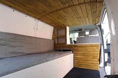 Campingbus Innenausbau zum Wohnmobil Das Komplettpaket beinhaltet: Bett mit Zusatzausstattung Ausziehtisch* Klapptisch Frontklappe 2 Schränke mit Zusatzausstattung Regalaufsatz mit indirekter LED-Beleuchtung Waschbecken mit Wasserversorgung Auszug mit Einbaukochfeld 2 Schubladen Decke mit LED-Beleuchtung Wandverkleidung in weiß Bodenbelag als Teppichboden oder PVC-Boden in anthrazit CEE Einspeisesteckdose mit Verkabelung Komplette Fahrzeugisolierung aus ges...