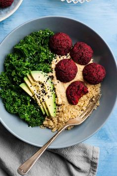 Beetroot Falafel Buddha Bowls - these simple to make vegan beetroot falafels are an ideal packed lunch or light dinner! | http://eatloveeats.com