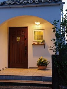 Entrance Lighting, Entrance Doors, Door Design, House Design, Small House Exteriors, Japanese Interior Design, Adobe House, Japanese House, Miniature Houses