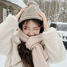 in 2020 Korean Winter Outfits, Korean Outfits, Korea Winter, Ulzzang Korean Girl, Cute Comfy Outfits, Instagram Girls, Instagram Feed, Korea Fashion, Kpop Girls
