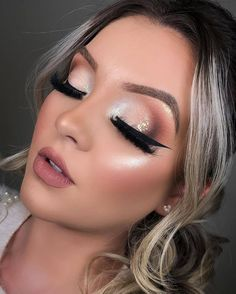 Evening Makeup, Night Makeup, Glamour Makeup, Beauty Makeup, Makeup Studio Decor, Dark Makeup Looks, Show Makeup, Graphic Eyeliner, Creative Eye Makeup