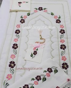 Designer Bed Sheets, Prayer Rug, Bargello, Diy And Crafts, Prayers, Cross Stitch, Embroidery, Sewing, Cross Stitch Rose