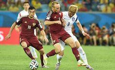 theo báo bong da 24h Thủ môn Igor Akinfeev đã mắc một sai lầm rất ngớ ngẩn khi tặng cho Hàn Quốc 1 bàn thắng, khiến Nga chỉ có thể giành kết quả hòa 1-1 trong trận ra quân. http://ole.vn/xem-bong-da-truc-tuyen.html http://ole.vn/livescore/ket-qua/ngoai-hang-anh_2.html http://ole.vn/tin-the-thao.html http://xoso.wap.vn/ket-qua-xo-so-mien-bac-xstd.html http://giamcaneva.com