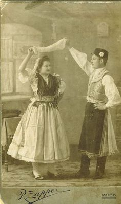 Kapuvári viselet Folk Costume, Costumes, Costume Dress, Vintage Love, Retro Vintage, Folk Clothing, Folk Dance, American Indians, Traditional Outfits