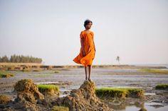 Noch steht das Mädchen im Trockenen. Doch Ghoramara Island im indischen Bundesstaat Westbengalen wird immer kleiner. Der Meeresspiegel steigt.