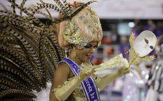 Princesa do carnaval do Rio desfila na Sapucaí