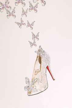 O sapatinho da Cinderela cravejado com borboletas de strass. Maravilhoso!  www.ldicristais.com.br   cinderella shoe (Christian Louboutin)