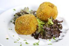 Arancini. El bocado más típico de Sicilia. #tapa #restaurante #cocinaitaliana #Sicilia #Madrid