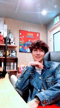 Damn HOBI ya're killing with your hair Jung Hoseok, Gwangju, Jimin Jungkook, Taehyung, K Pop, Rapper, Make My Day, Hip Hop, Les Bts