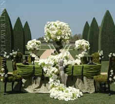 Grace Ormonde's Wedding Style Magazine features photos of some of the most elaborate tablescapes and centerpieces you've ever seen. Beautiful Flower Arrangements, Floral Arrangements, Beautiful Flowers, Floral Centrepieces, Table Arrangements, Wedding Reception Decorations, Wedding Centerpieces, Centerpiece Ideas, Wedding Receptions