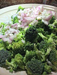 Ruokapankki: Parsakaalisalaatti, ihan parasta grillipihvin kanssa Gordon Ramsay, Broccoli, Food And Drink, Vegetables, Gordon Ramsey, Veggie Food, Vegetable Recipes, Veggies
