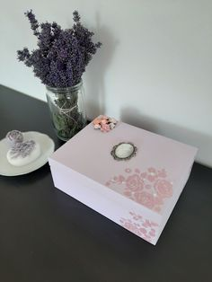 Pink romantic vintage style tea box with roses and dew drops. Vintage Pink, Vintage Style, Vintage Fashion, Tea Box, Dew Drops, Jewellery Box, Pink Roses, Create Yourself, Etsy Seller