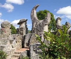 Coral Castle, Homestead, FL Mystery: How did he do it? The jilted man claimed he knew the secret to the pyramids' construction. Other details—no mortar, precise seams, physics-defying balancing acts—have also stumped scientists for decades.