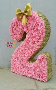 How about doing decorated numbers for your next party? Can be decorated with artificial flowers or natural, tissue paper, balloons, among others. 2nd Birthday Gifts, Girl 2nd Birthday, Fairy Birthday Party, Minnie Birthday, Minnie Mouse Party, 2nd Birthday Parties, Birthday Balloons, Anniversaire Hello Kitty, Girl Birthday Decorations