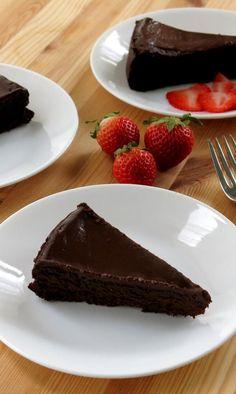 Flourless Chocolate Cake with Dark Chocolate Ganache - Easy, gluten-free recipe by @DinnerMom