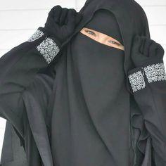 Abaya Pattern, Muslim Beauty, Face Veil, Beautiful Muslim Women, Hijab Fashion, Women's Fashion, Niqab, Elegant, Collection