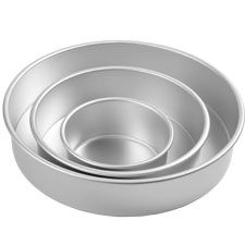 Decorator Preferred® Round Pan Set Includes 6, 10, and 14 in. x 3 in. deep pans. Extra-wide rims make heavy filled pans easy to handle. Pure...