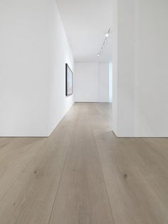 Dinesen solid oak flooring reflects nature and provides a majestic touch to interior. We provide oak planks of highest quality from sustainable forests in Europe. Casa Loft, White Oak Floors, White Oak Laminate Flooring, Light Hardwood Floors, Timber Flooring, Modern Wood Floors, Parquet Flooring, Natural Oak Flooring, Parquet Tiles