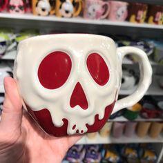 Disney mug -Poisoned Apple ..... Snow Whit