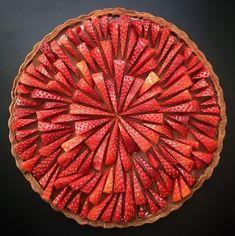 Bread And Pastries, Pastel Art, Pie Crust Designs, Pie Decoration, Decorations, Pies Art, Strawberry Tart, No Bake Pies, Sweet Tarts
