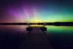 S'il y a bien un phénomène pour lequel les pays scandinaves sont connus, ce sont leurs magnifiques aurores boréales.Ces magnifiques voiles lumineux ont été au centre de l'attention de nombre de photographes.Le photographe finlandais Joni Niemelä fait partie de ces artistes fascinés par les aurores boréales. Il les immortalise dans ...