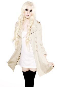 So, admittedly, I have never watched an episode of Gossip Girl in my life, but someone who's style has caught my eye recently is Taylor Moms. Taylor Momsen Style, Taylor Michel Momsen, Steam Punk, Taylor Momson, Punk Baby, Metal Girl, Cosplay, Gossip Girl, Types Of Fashion Styles