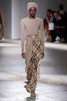 Agnona Fall 2019 Ready-to-Wear Fashion Show - Vogue Fashion Weeks, Fashion Outfits, Knit Fashion, Runway Fashion, Fashion Trends, Mein Style, Winter Mode, Fashion Show Collection, School Fashion