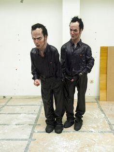 Enrique Marty .- No puedo soportarlo más. Escultura .- Mixta, 160 x 100 x 80 cms, 2010