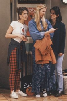 34 Rachel Green Fashion Moments You Forgot You Were Obsessed With on Friends Rachel Green Friends Fashion – Rachel Green's Best Outfits on Friends Estilo Rachel Green, Rachel Green Outfits, Rachel Green Style, Rachel Green Fashion, Rachel Green Costumes, Rachel Green Quotes, Tv: Friends, Friends Mode, Friends Moments