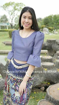 Traditional Thai Clothing, Myanmar Traditional Dress, Traditional Dresses, Batik Dress, Silk Dress, Myanmar Dress Design, Thai Dress, Blouse Vintage, African Dress
