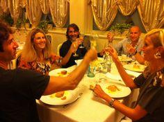 Amici che brindano alla cena di eri sera 2/10/2012 :)