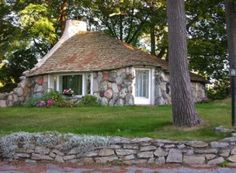 Mushroom Houses, vernacular architecture, the smallest house designed by Earl Young