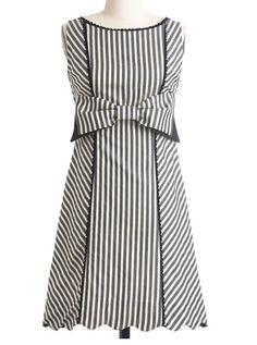 Retro Style Dress..love the scalloped hem!