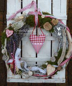 Türkränze - NATURKRANZ ♥Landhaus♥ 40cm Rot Weiss mit Lavendel - ein Designerstück von kranzkunst bei DaWanda
