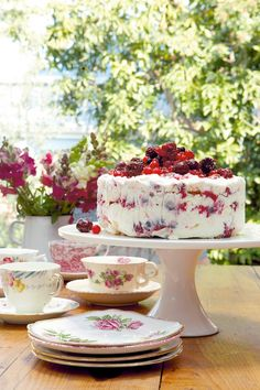 The Berry Ice Cream Cake with Meringue recipe out of our category Dessert! EatSmarter has over healthy & delicious recipes online. Sweet Recipes, Cake Recipes, Dessert Recipes, Kos, Meringue Cake, Ice Cream Desserts, Frozen Desserts, Something Sweet, Cream Cake