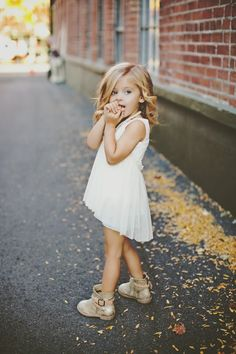 Finding the Cute Outfits to Dress Up Your Children : Best Looks Cute Kids Outfits Fashion Kids, Little Girl Fashion, My Little Girl, My Baby Girl, Toddler Fashion, Cute Little Girls, Blonde Kids, Little Blonde Girl, Babies Fashion