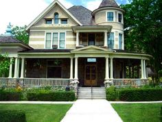 the bishops house boise     Regular Rental 12 hours, Noon until Midnight    $1,700 plus tax    Includes inside house and also outside grounds use when weather appropriate    Includes banquet serving tables    Includes folding chairs    Round tables seating 6 each available for rent at 5.50 per table plus tax