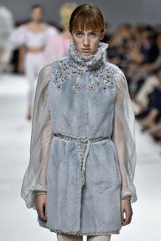 Giambattista Valli, Paris.  #fur #fashion #hautecouture #AW16