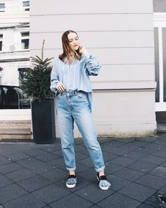 Casual oversized shirt + jeans