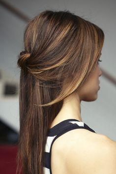Hair Trends & Tutorials : You're Going To Lose It Over This 'Tiger Eye' Hair Color Trend www. Down Hairstyles, Pretty Hairstyles, Office Hairstyles, Wedding Hairstyles, Hairstyle Ideas, Quick Hairstyles, Casual Hairstyles, Medium Hairstyles, Straight Hairstyles Prom