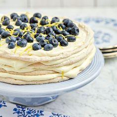 Marängtårta med citronkräm och blåbär