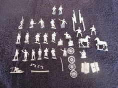 25mm 40 pcs Soldiers Kneeling Horses Riders Cannon White Metal Military Figures #
